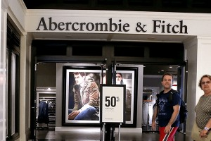Abercrombie & Fitch: Μεγαλύτερες του αναμενόμενου οι ζημιές